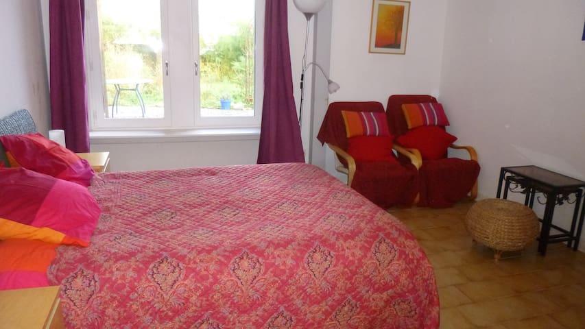 appartement meublé en rez de jardin avec véranda - Salies-de-Béarn