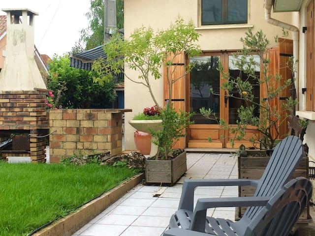Maison dans quartier calme - Bordeaux - Hus