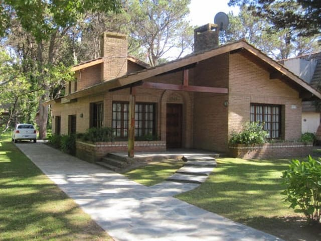 Lovely house in Pinamar - Lasalle neigborhood - Pinamar - House