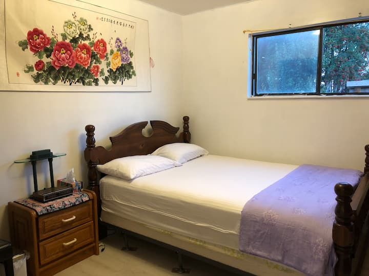 Clean  private room  Downtown gibsons