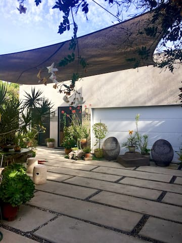 Spacious Private 1 Bedroom Guesthouse