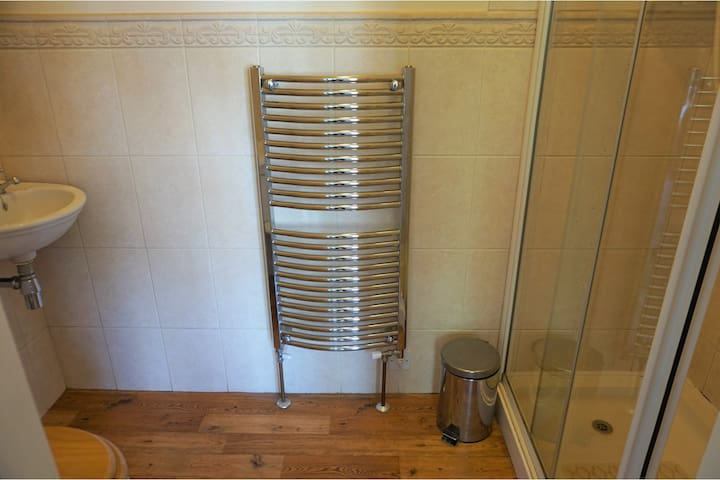 Ensuite - same for both rooms 1 and 4