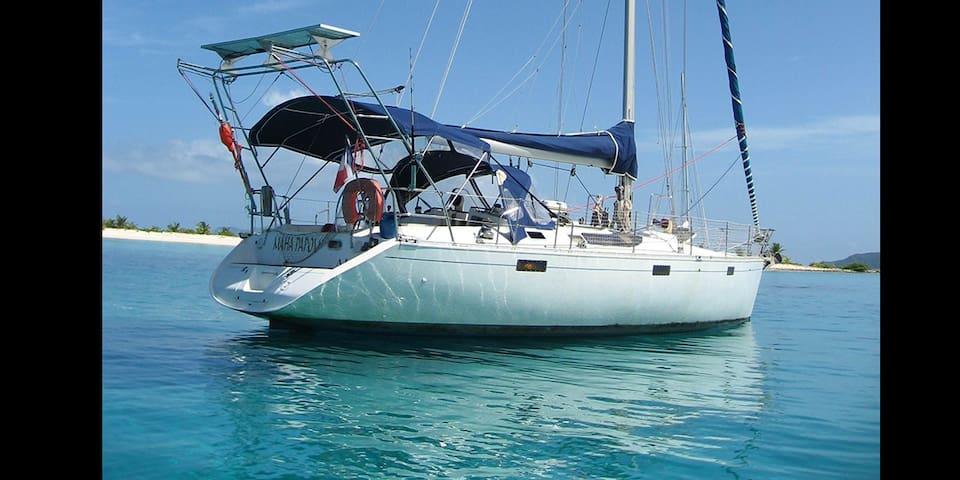 Voilier Maha Papou, au bord du lagon - Uturoa - Bátur
