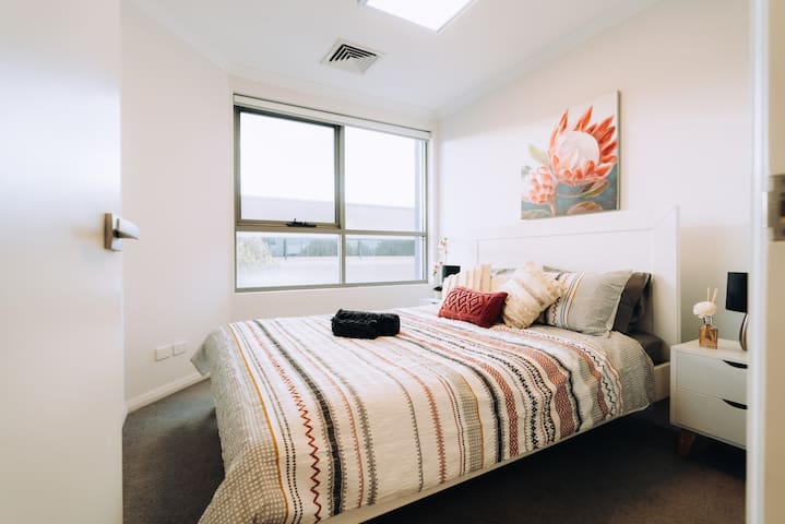 ⭐ Business+1Bed+1Bath w/ City Views and Netflix! ⭐