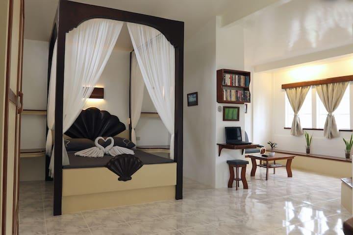 Guindulman Bay Tourist Inn - Superior Suite