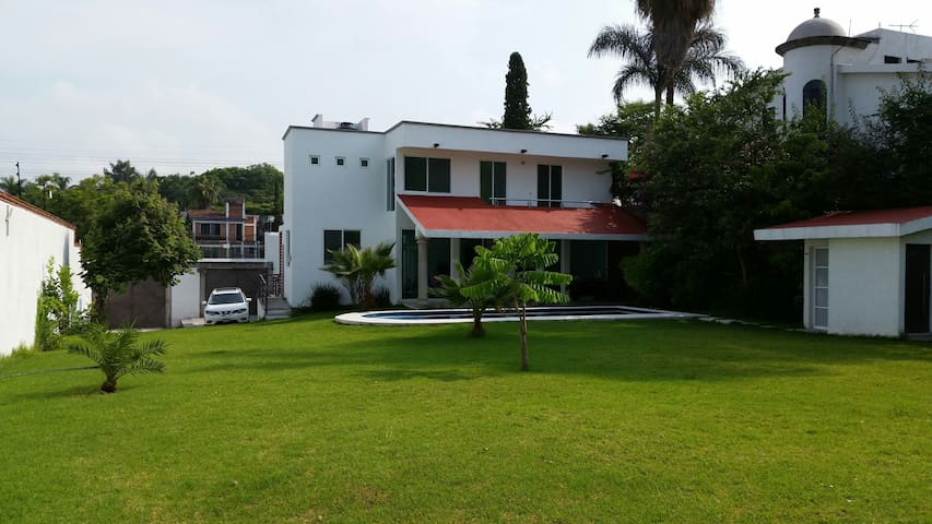 House in Cuernavaca , great garden - Temixco