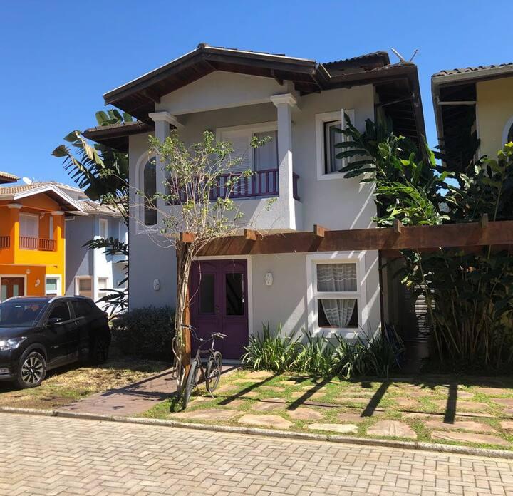 Casa em condomínio familiar e tranquilo em Juquehy