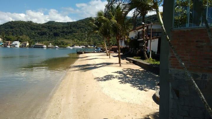 Condomínio fechado piscina, sauna,praia particular