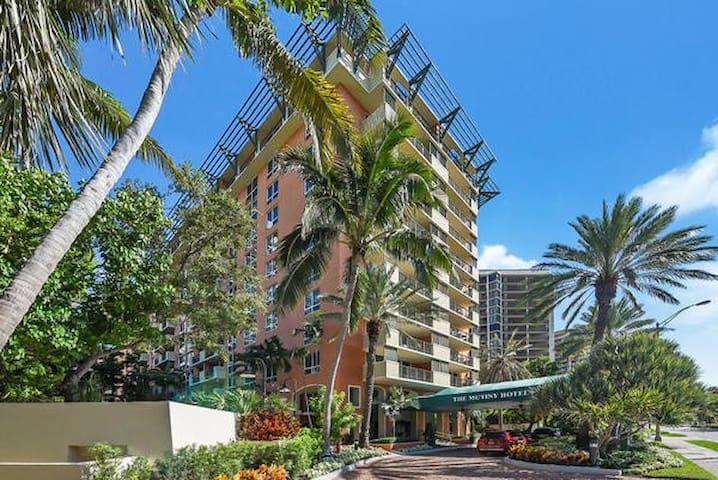 Clean flat by the Bay, Coconut Grove, free parking
