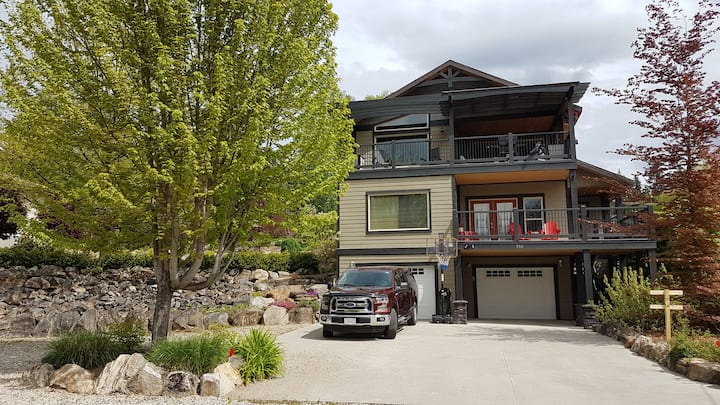Peaceful Nakusp Getaway For Two