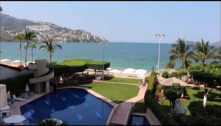Hermosa Villa con playa privada!