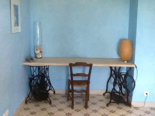 Chambre avec salle de bain et accès privée - Giroussens - อพาร์ทเมนท์