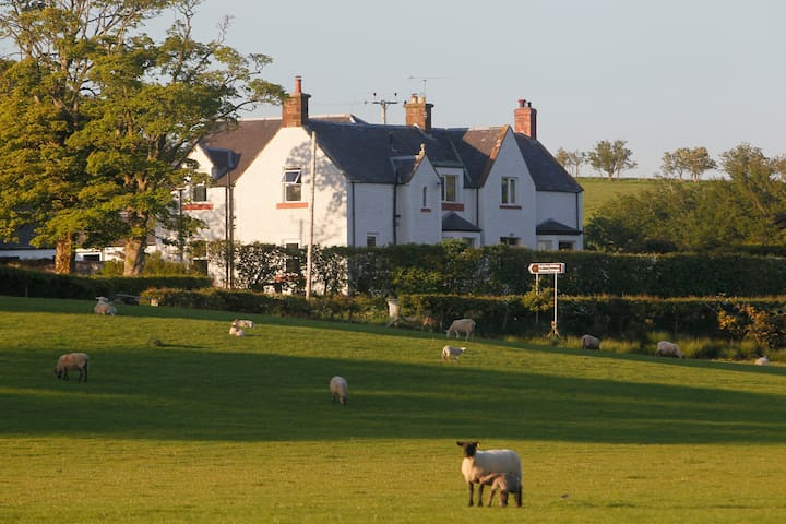 Real Farm Luxury - Dalton Green farmhouse,Kirkwood