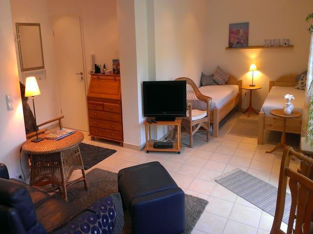 Ferienwohnung Schwanbergblick, (Mainbernheim), Ferienwohnung 45qm, 1 Wohn-/Schlafzimmer, max. 2 Personen + 1 Kleinkind