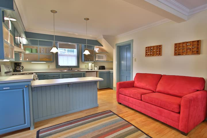 Artisan Inn's King Studio Suite - Trinity