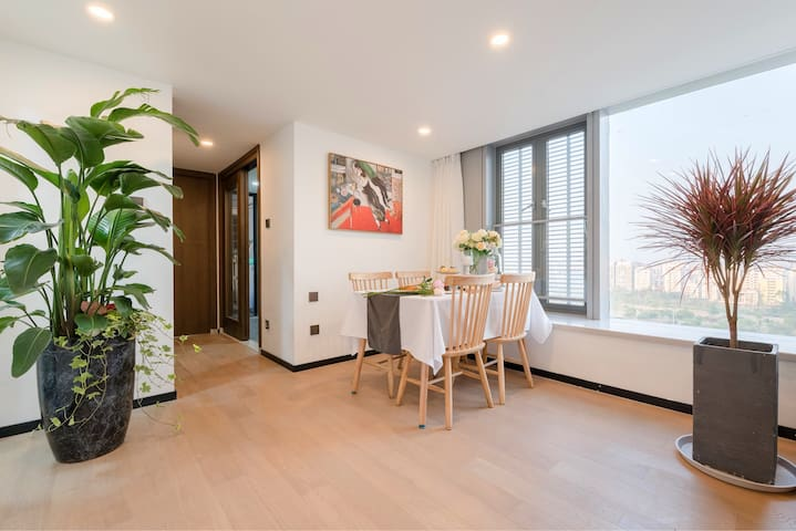 Modern 1BR Suite with Twin Towers & KL Tower View!