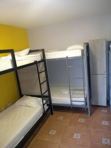 hostel confortável, quarto compartilhado