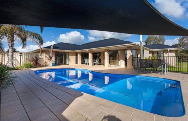 The Complete Retreat on Huntingdale