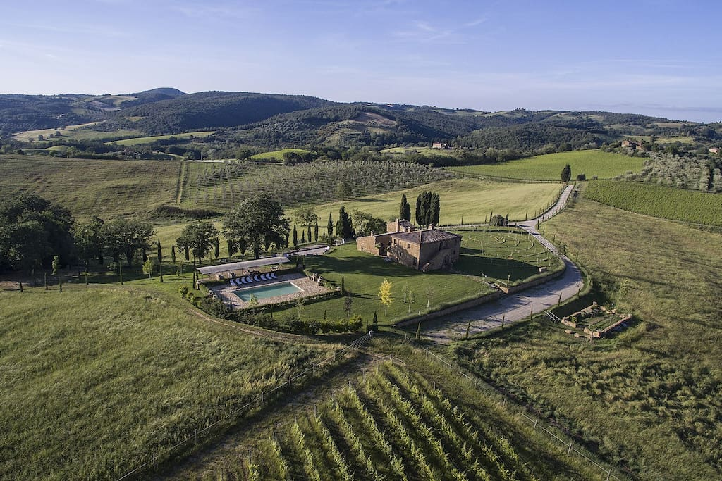 Bona Dea Farmhouse Tuscany - Welcome to Bona Dea, a place with no spoilers in sight