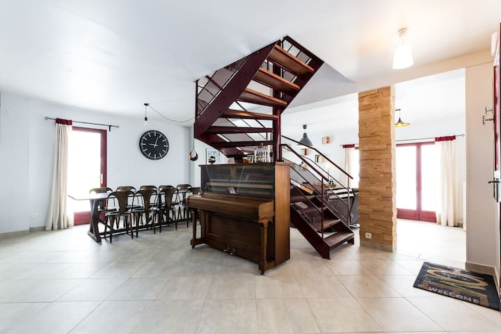 la bayloune - Lavars - House