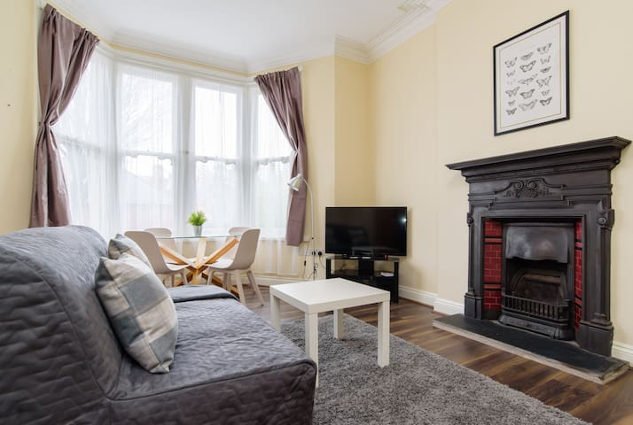 Characterful One Bedroom Apartment by Roath Park
