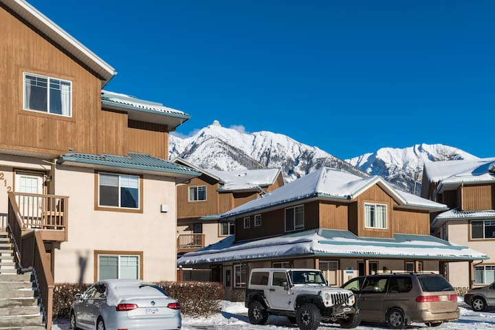 ★ ☆ Affordable Family Townhome Sleeps 6! ☆★