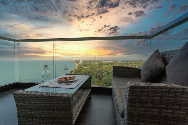 Luxury Beach Condo | Oceanfront Room w/ Netflix!