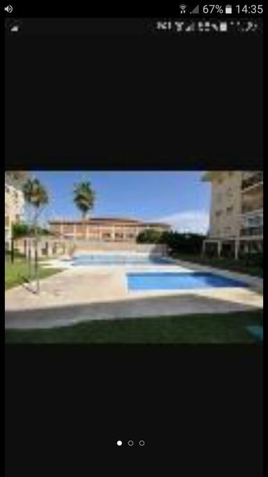 2 piscinas para adultos y niños a pie del apartamento