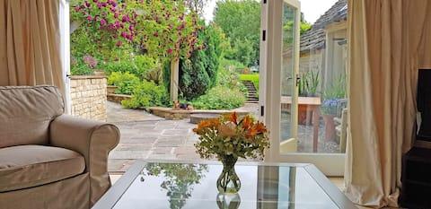 Self-catering, garden studio in the Cotswolds