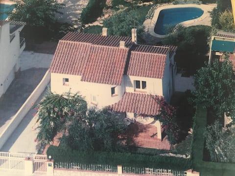 Habitación matrimonio en playa de Tarragona con derecho a piscina.