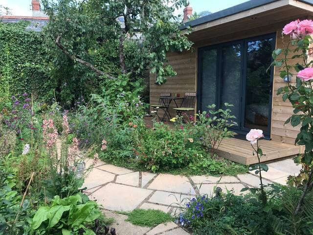Plum Garden Cabin, Totnes