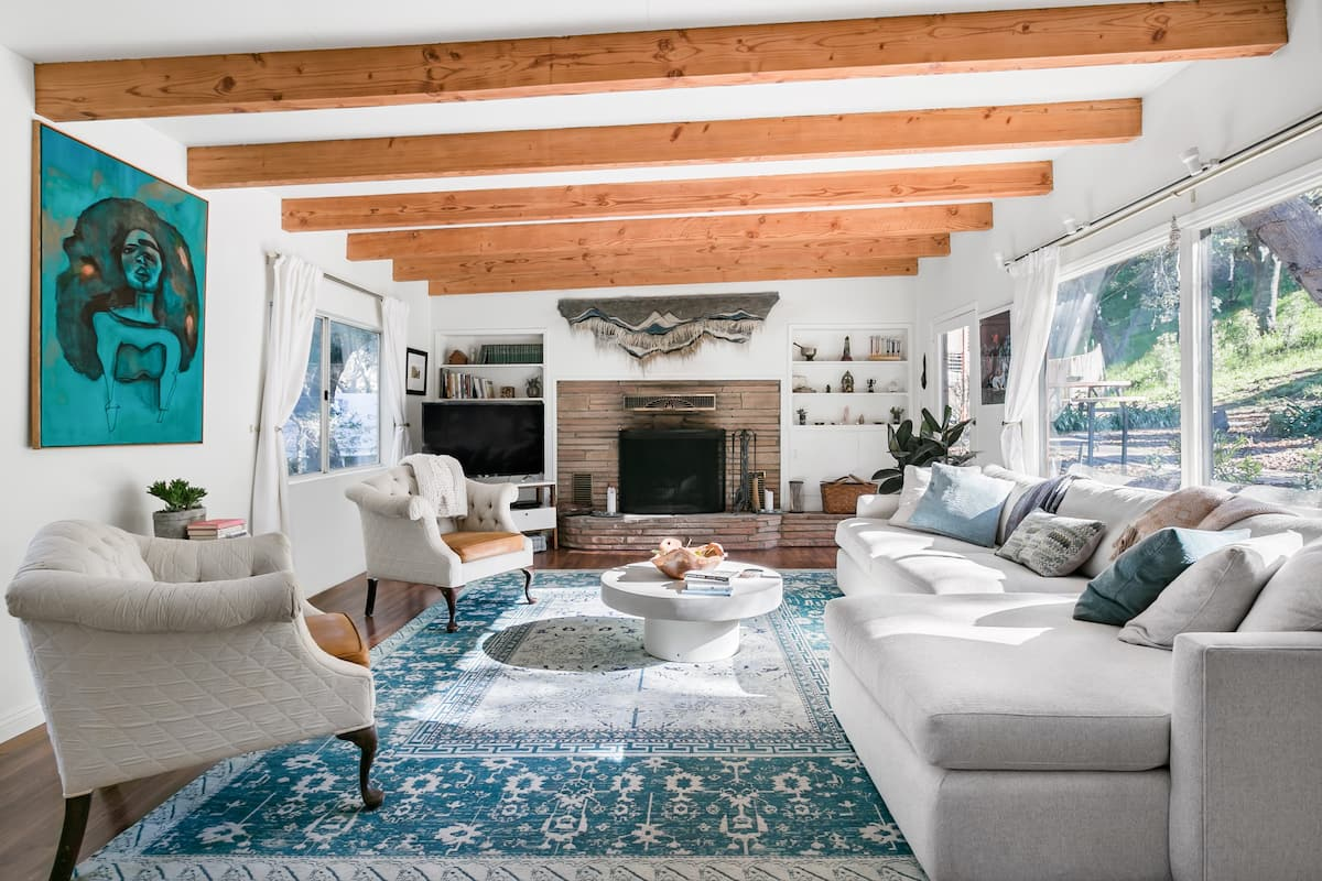 Redwood House, Two Bedroom Topanga Home Under the Oaks