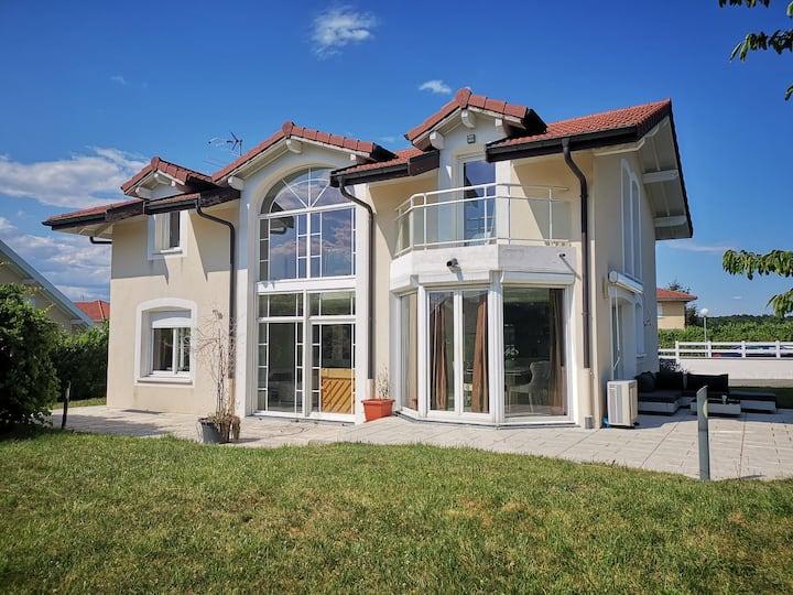 Charming villa near lake Geneva