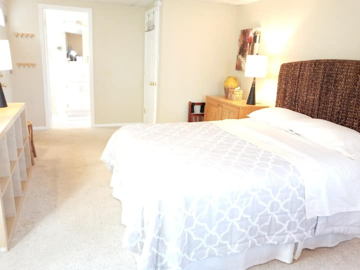 own entrance, queen bed+own bath, great walking