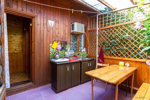 Отдельный домик: спальня, терраса, кухня, санузел