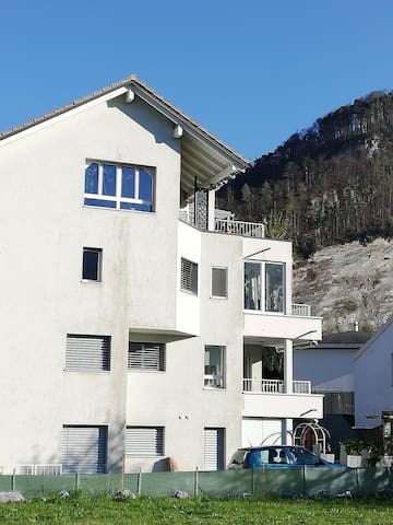 Ruhige und gemütliche Wohnung mit Bergpanorama