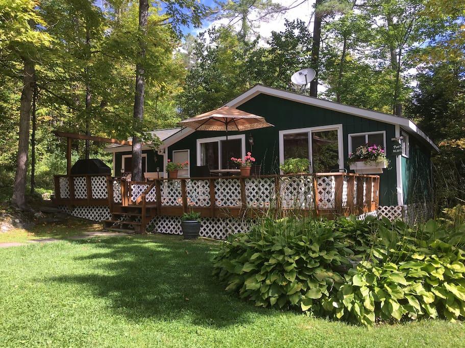 Pine Bluff cottage with wrap-around deck