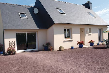 Holiday cottage with 3 bedrooms on 130m² in Pleubian