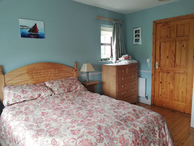 Double ensuite room, Ballacolla Co. Laois.