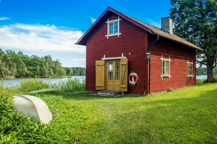 NEW! Cosiest Waterside Cabin in Sweden + Sauna!