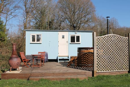 Bluebell Shepherds Hut with hot tub