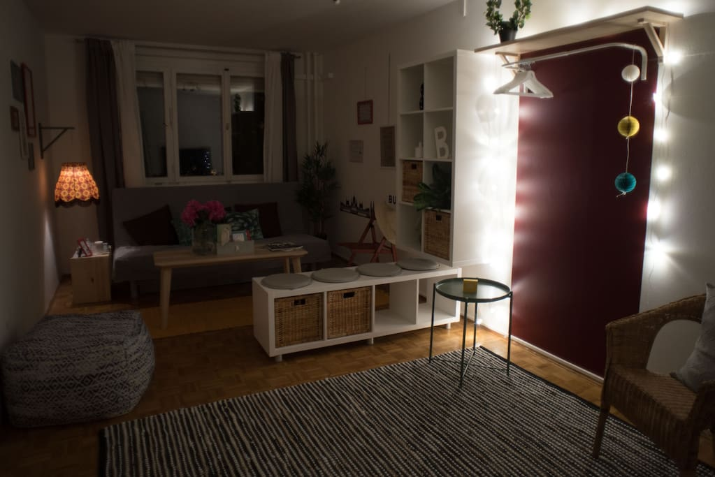 Living room (night)