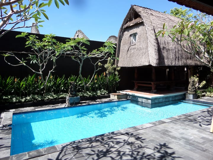 Big room & priv bathroom, beautiful balinese villa
