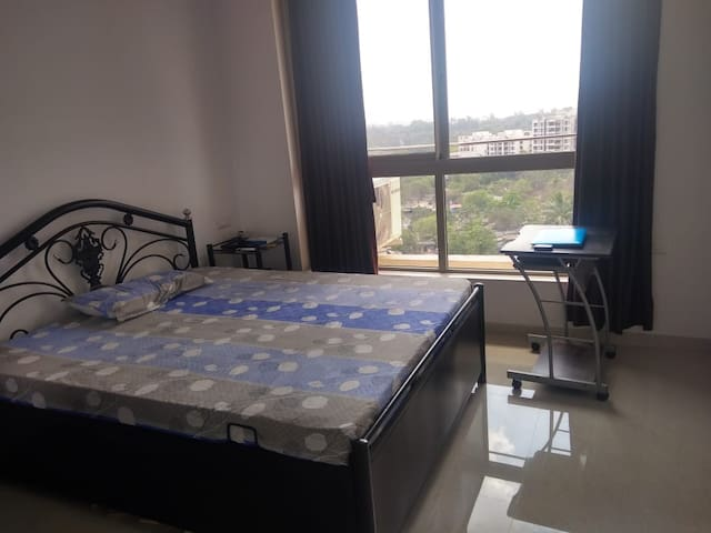 AC Bedroom in Thane with Great views
