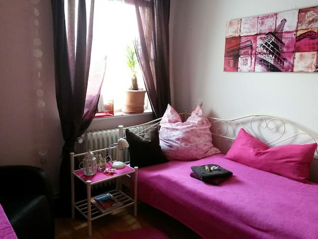 Cosy room in the suburbs of Hamburg - Henstedt-Ulzburg - Hus