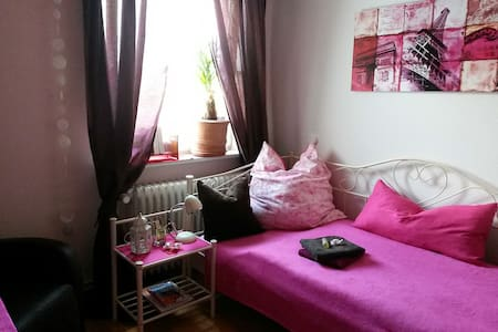 Cosy room in the suburbs of Hamburg - Henstedt-Ulzburg - Casa