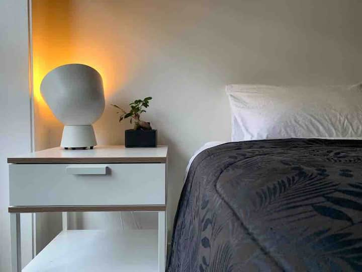 Wonderful Bright Room | Parking | Wi-Fi | CBD