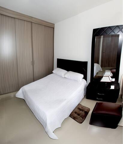 Habitación principal/ Main bedroom