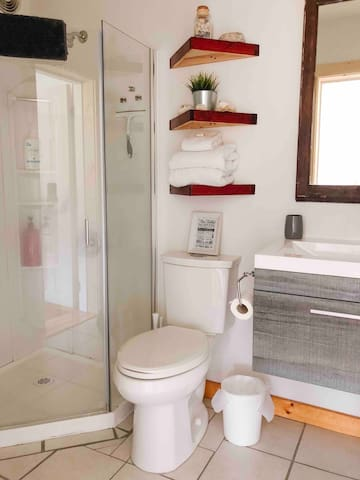 Private bathroom, an en-suite from the main bedroom