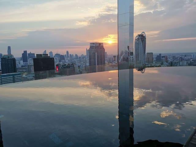 Q❷市中心45方一房一厅!顶楼360度无边游泳池!BTS+机场快线+步行四面佛、暹罗广场、杰特宁医院